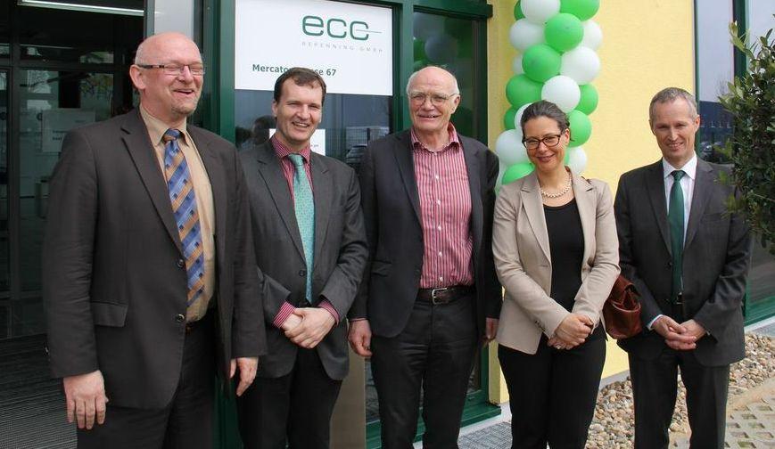 v.l.n.r.: Prof. Dr. Martin Winter (Westfälische Wilhelms-Universität Münster); Prof. Dr. Dirk-Uwe Sauer (RWTH Aachen); Dr. Detlev Repenning (Geschäftsführer ECC Repenning GmbH); Dr. Nina Scheer; Ludwig Schletter (Geschäftsführer Schletter GmbH)