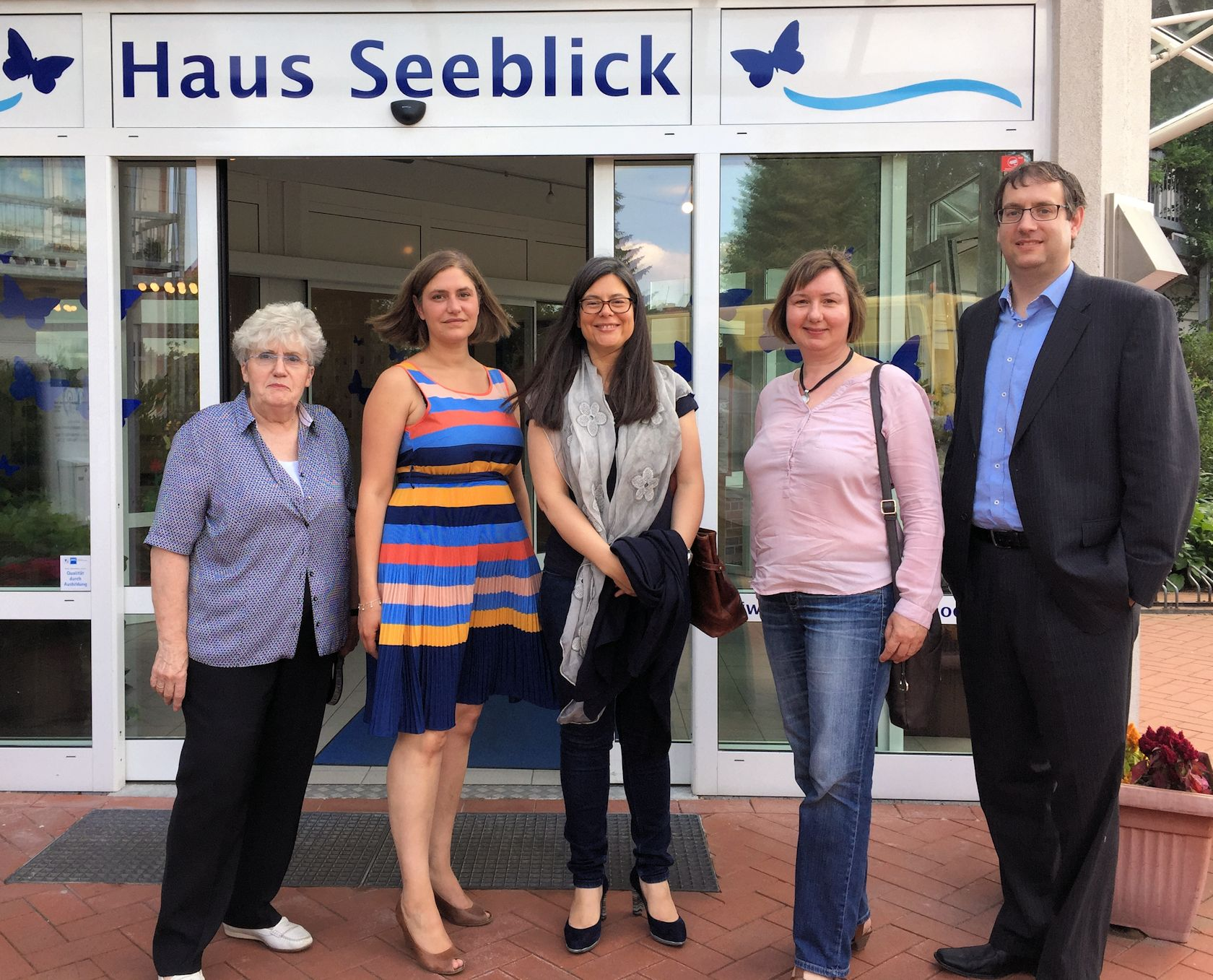 v.l.: Ingrid Brandstädter (Gründerin Haus Seeblick), Pia Lin Höppner (Einrichtungsleiterin Haus Seeblick), Nina Scheer (MdB), Kirsten Patzke (SPD-Kreisvorsitzende Herzogtum Lauenburg), Hauke Hahme (Geschäftsführer Haus Seeblick Pflegeheim Mölln GmbH)