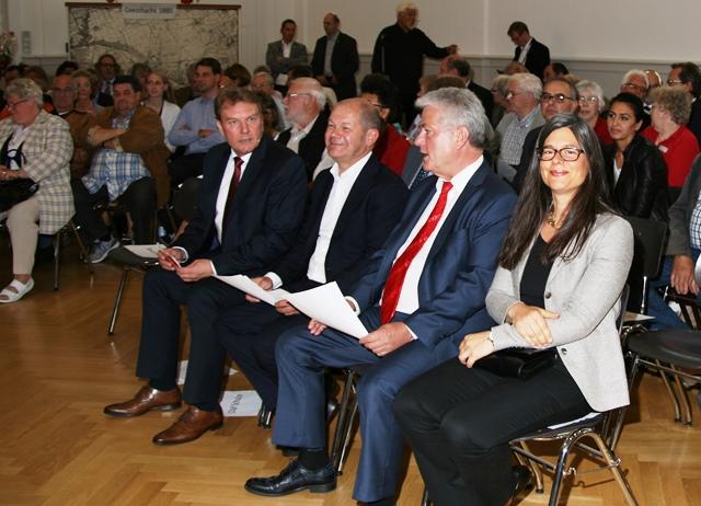 125 Jahre SPD Geesthacht, v.l. Olaf Schulze, Olaf Scholz, Samuel Bauer u. Nina Scheer