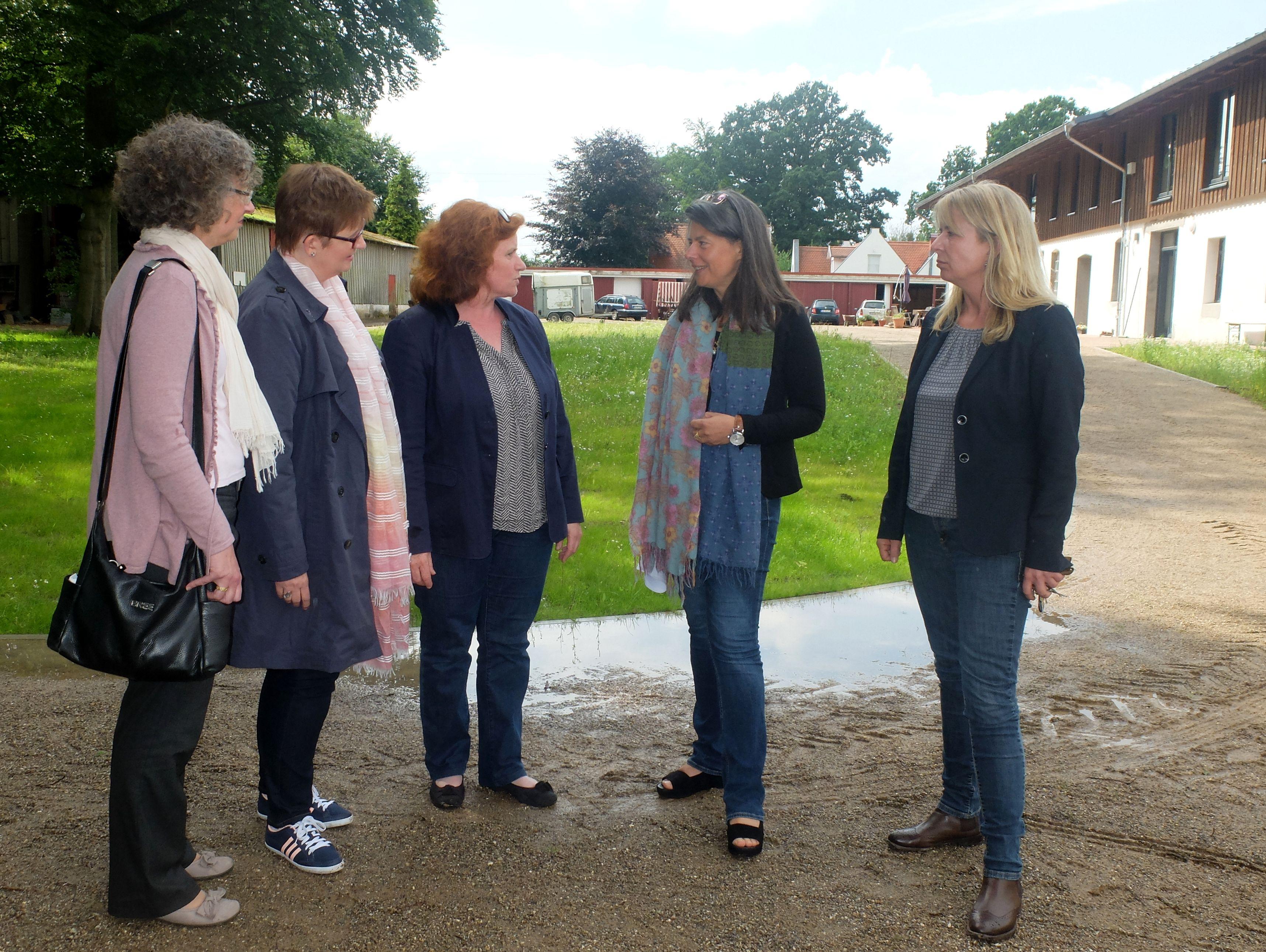 Foto v.l.: Maren Singer, Kirsten Niemann, Barbara Hollmann, Nina Scheer, Melanie Lindemann