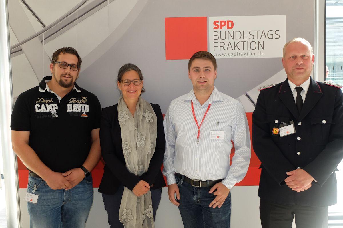 v.l.: Stephan Streubel, Nina Scheer, Patrick Schröder, Thorsten Bettin